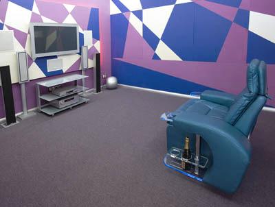 Кресло серии Techno в домашнем кинотеатре Хай-Тек