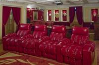 Кресла в частном кинозале в Коломне